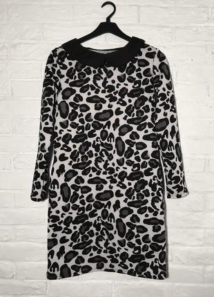 Черно-белое теплое платье с карманами и воротником s/m