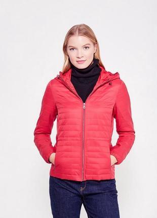 Лёгкая стеганая красная куртка с капюшоном м