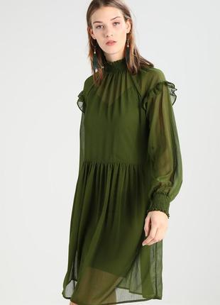 Нежное яркое платье vila