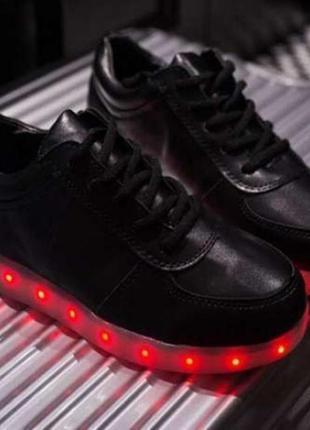 Кроссовки со светящиеся подошвой led подсветка