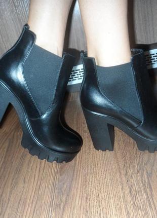 Кожаные черные деми ботинки на каблуке челси, 36 и 40р осенние