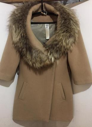 Демисезонное пальто с натуральным мехом