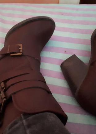 Осенные ботинки на широком каблуке