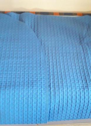 Продам светло-синее стеганое покрывало итальянской фирмы svad dondi, 175 см х 265 см.