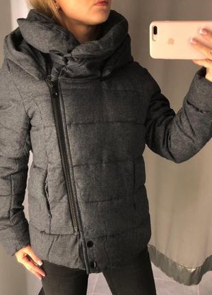 Графитовая деми куртка с капюшоном amisu твидовая курточка на синтепоне xs-xl