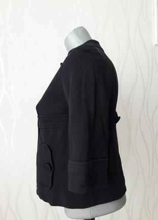 Красивый, безупречно стильный и незаменимый трикотажный пиджак на подкладке. mango