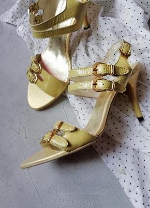 Кожанные босоножки с золотым напылением