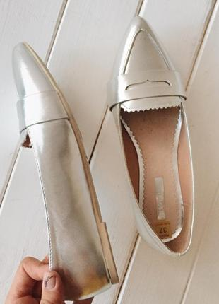 Серебристые балетки/лоферы2 фото