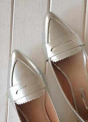 Серебристые балетки/лоферы3 фото