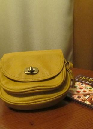 Компактна симпатична жовта сумочка atmosphere