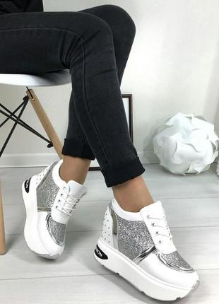 Женские белые кроссовки сникерсы с серебренными вставками