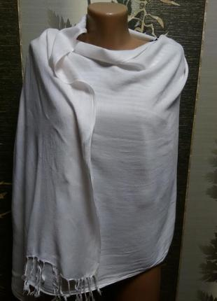 Белый шарф - палантин в идеальном состоянии