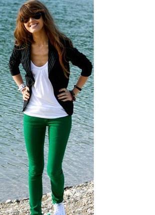 Женские спортивные штаны бренд nike, размер м, удобные, недорого в идеале.