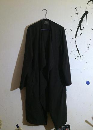 Стильное легкое пальто bershka