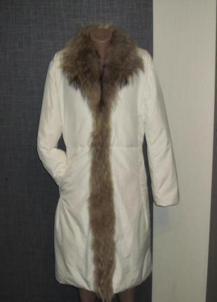 Лёгкое пуховое пальто с натуральным мехом