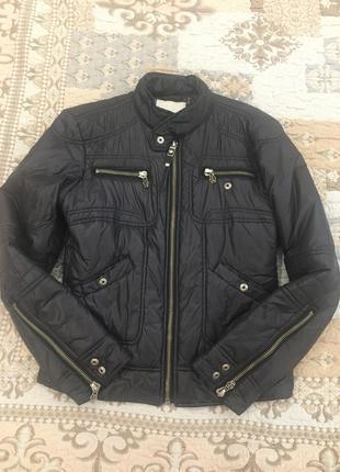 Брендовая, стильная куртка на утеплителе