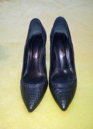Продам кожаные туфли alex bell