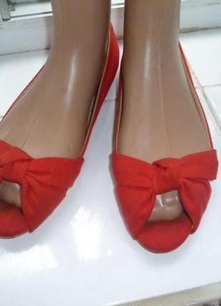 Алые туфельки с открытым носком от h&m