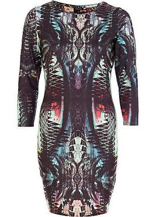 Платье яркое облегающее по фигуре стильное принт осеннее хит