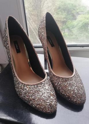 Безумные туфли лодочки only в золотом глитере/туфли на каблуке/золотые туфли