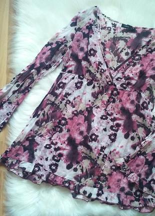 Нежная хлопковая блуза в цветы с рюшами и интересными рукавами lindex. размер m