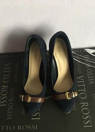 Замшевые туфли с ремешком на каблуке centro
