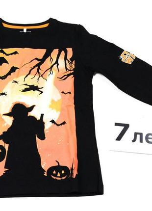 Черная кофта лонгслив с ярким принтом, светящимся в темноте в тематике хэллоуина