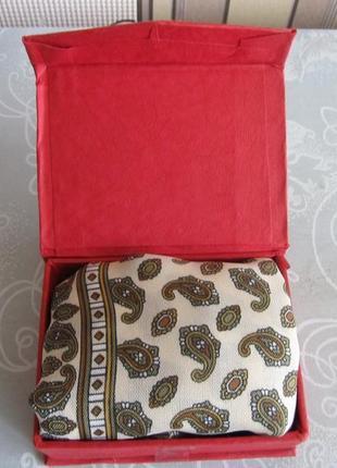 Шейный платок (галстук) в подарочной коробке