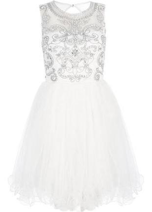 Воздушное белое платье с фатиновой юбкой пачкой и стразами