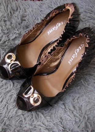 Лакированные туфли на каблуке натуральная кожа италия