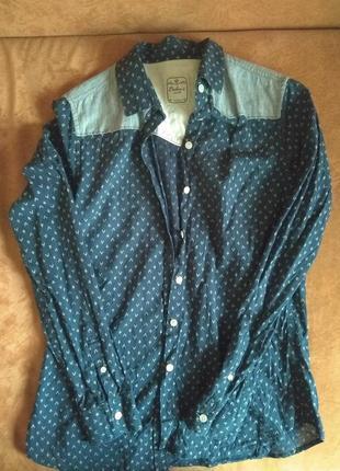Очень красивая рубашка из приятного материала.