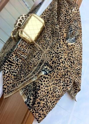 Большой платок с леопардовым принятом. шарф. парео. косынка. палантин. шарфик.