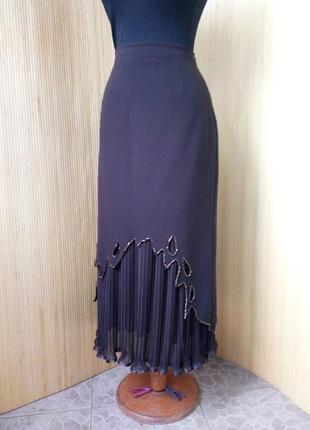 Шоколадно коричневая юбка плиссе ниже колена расшитая бисером