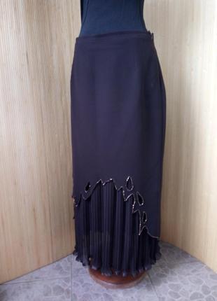 Шоколадно коричневая юбка плиссе ниже колена расшитая бисером2