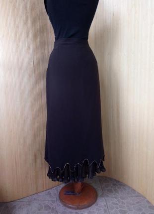 Шоколадно коричневая юбка плиссе ниже колена расшитая бисером4