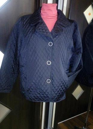 Слегка приталенная стеганная куртка - жакет