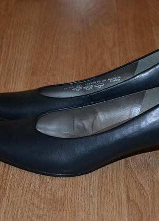 Комфортные туфли на низком каблуке от gabor,