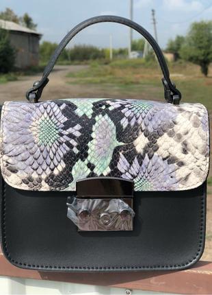 Итальянская модная сумочка из натуральной кожи.