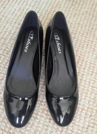 Лаковые туфли черного цвета 37 размер