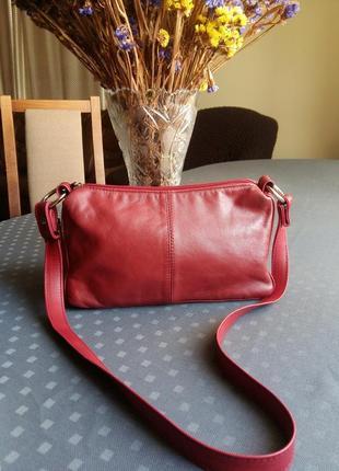 Красивая красная сумка кожа  экокожа