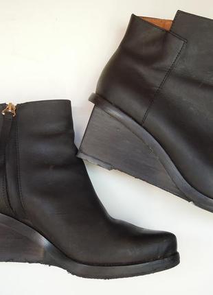 Кожаные ботинки на танкетке (сапожки/полусапожки) 38-38.5