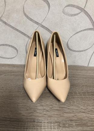 Продам очень классные туфли пудрового цвета