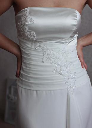 Отдаю новое, ни разу не одетое, свадебное платье с длинным шлейфом