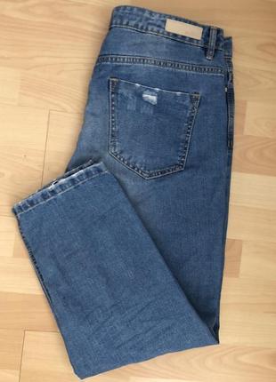 Классная модель укорочённые джинсы stradivarius