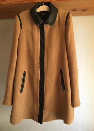 Пальто zara бежевое с кожаными вставками