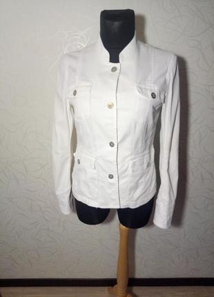 Стильный белый джинсовый пиджак