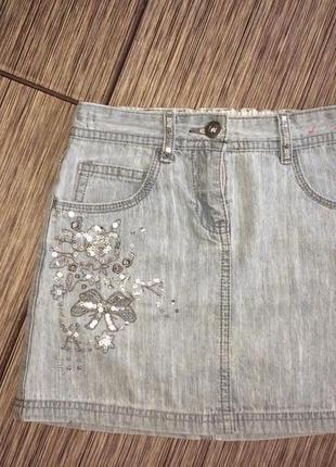 Стильная джинсовая юбка с вышивкой паетками adams girl