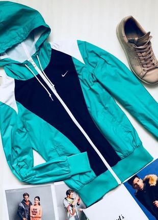 Оригинальная стильная курточка ветровка от nike