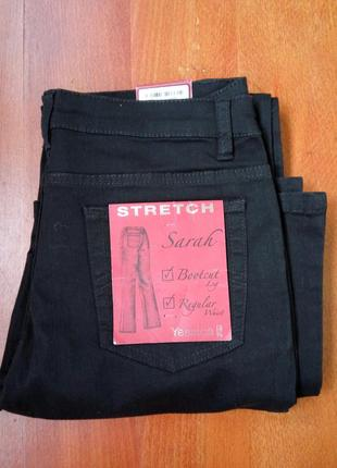 Чёрные стрейчевые джинсы клёшь
