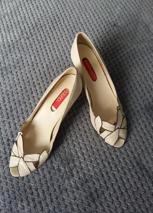 Туфли с открытым носком 35-36 размер
